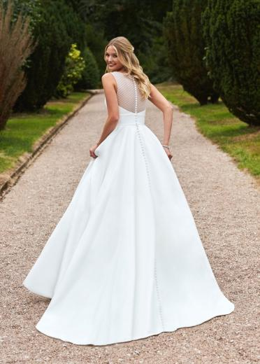Romantica Style Brittany Anne back